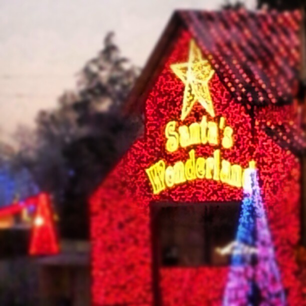 santas wonderland tips - Christmas Lights College Station